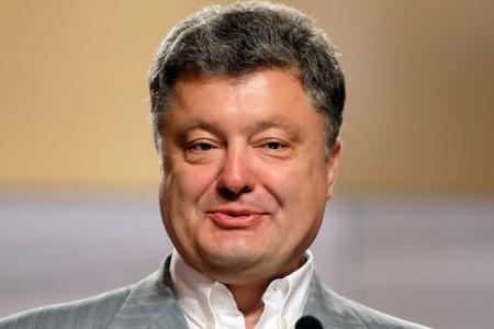 """""""Вы на меня голос не повышайте, а то вас сейчас быстро уберут!"""" – президент Порошенко жестко пригрозил украинцу (ВИДЕО)"""