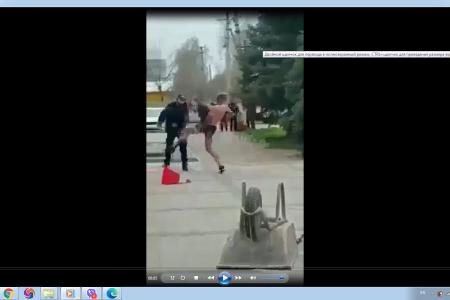 В Новомиколаївці укладальник тротуарної плитки нажерся наркоти і почав чудити.