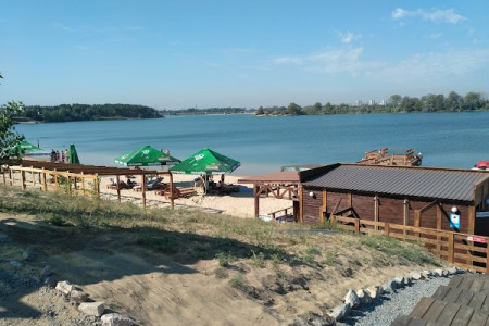 Блакитне озеро – курортна перлина Дніпропетровщини чи осередок захоплених земель злодіями.