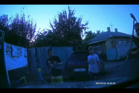 В Полтаве школьники насмотрелись трендов в Тик-Токе и нагло украли колпаки с автомобиля