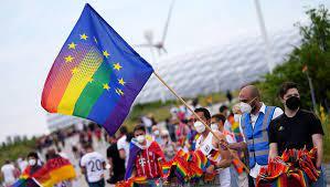 После запрета Венгрией пропаганді ЛГБТ на страну начался прессинг со стороны Запада.