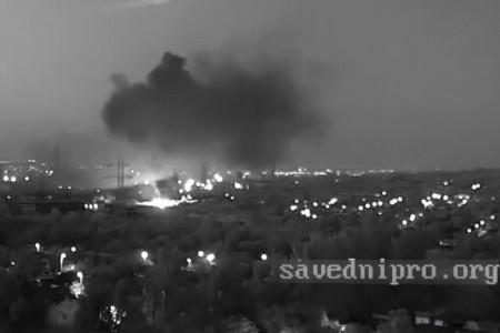 Вибухи  на Петровці.  Відеокамери спостереження зафіксували декілька викидів.  Це сталося 26.07. вночі.